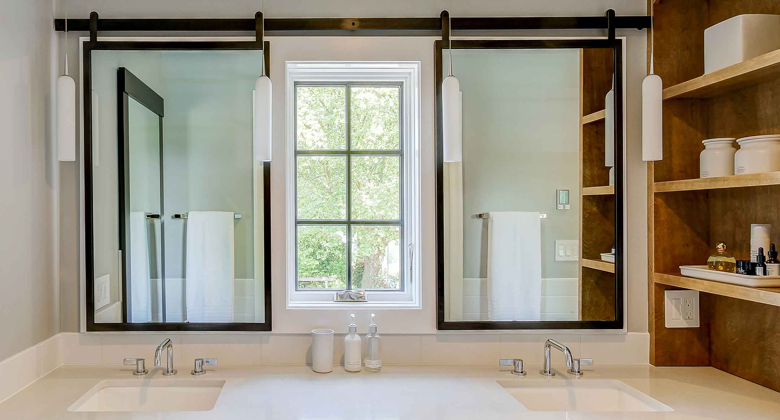 درب-و-پنجره-یو-پی-وی-سی-سرویس-بهداشتی-آماج-صنعت-آذر