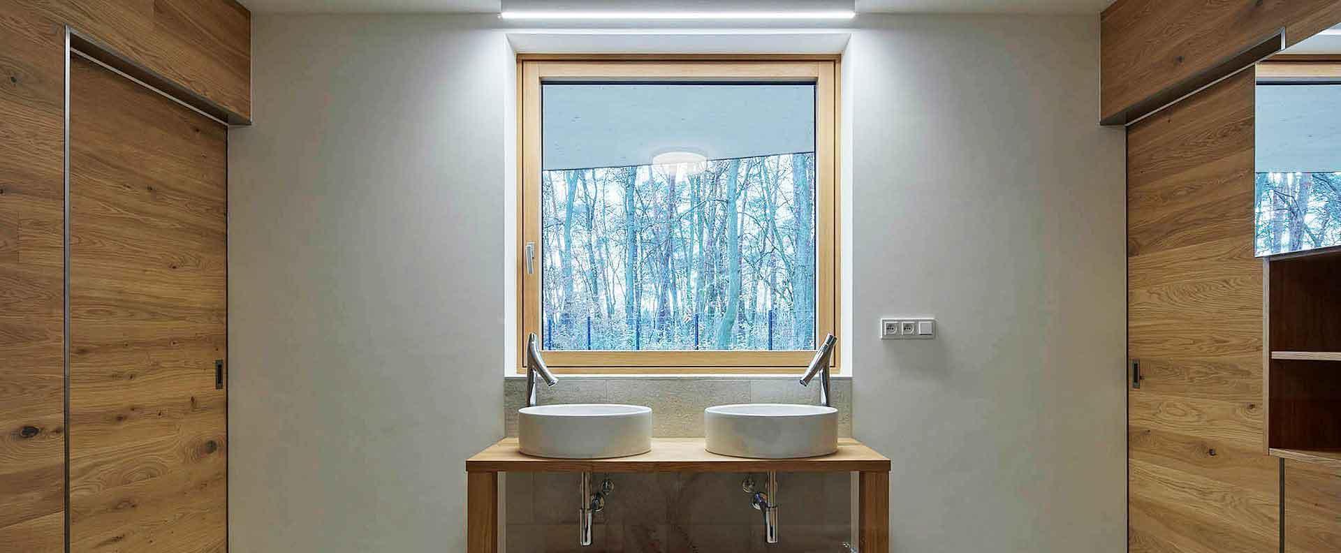 درب-و-پنجره-یو-پی-وی-سی-سرویس-بهداشتی